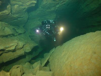 Kurzy jeskynního potápění